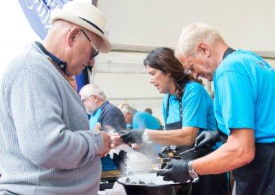 Servering af muslinger på Muslingefestivalen